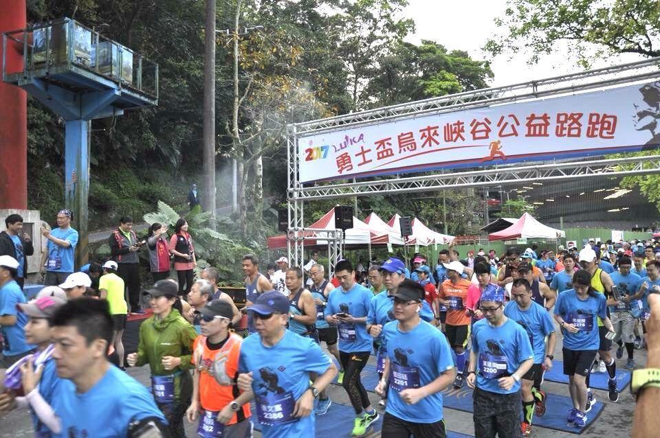 去年首屆「勇士盃」公益路跑吸引1000多人參加,但今年報名狀況不理想。圖/創世新...