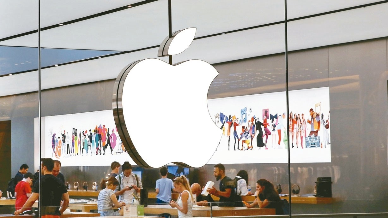 外電報導,新一代Apple Watch邊框可能採用彎曲設計,也可能採用抗老化螢幕...