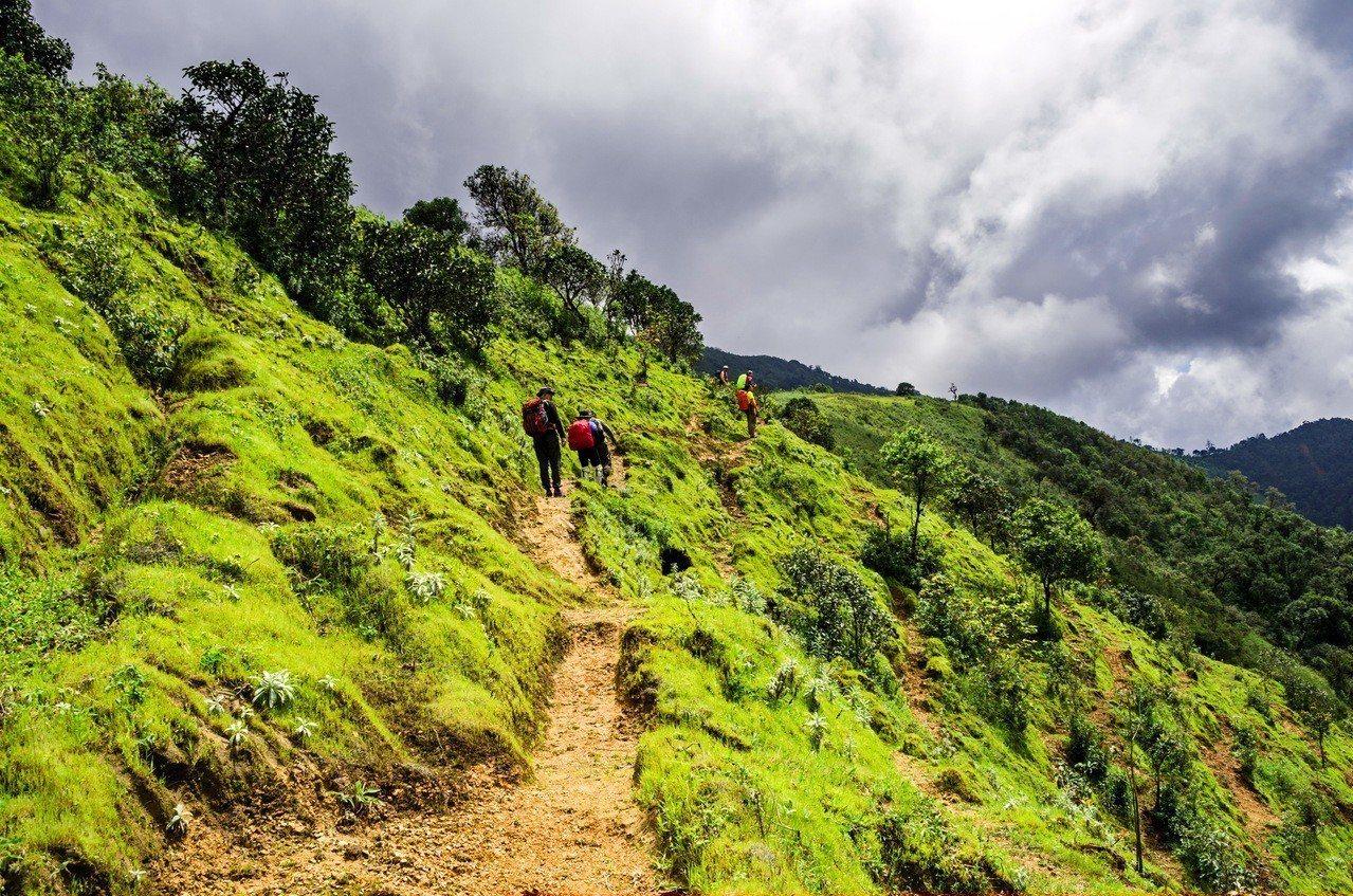 示意圖。由於登山客增加,不穿戴足夠登山裝備、或攜帶非必要物品就想上山的人也越來越...