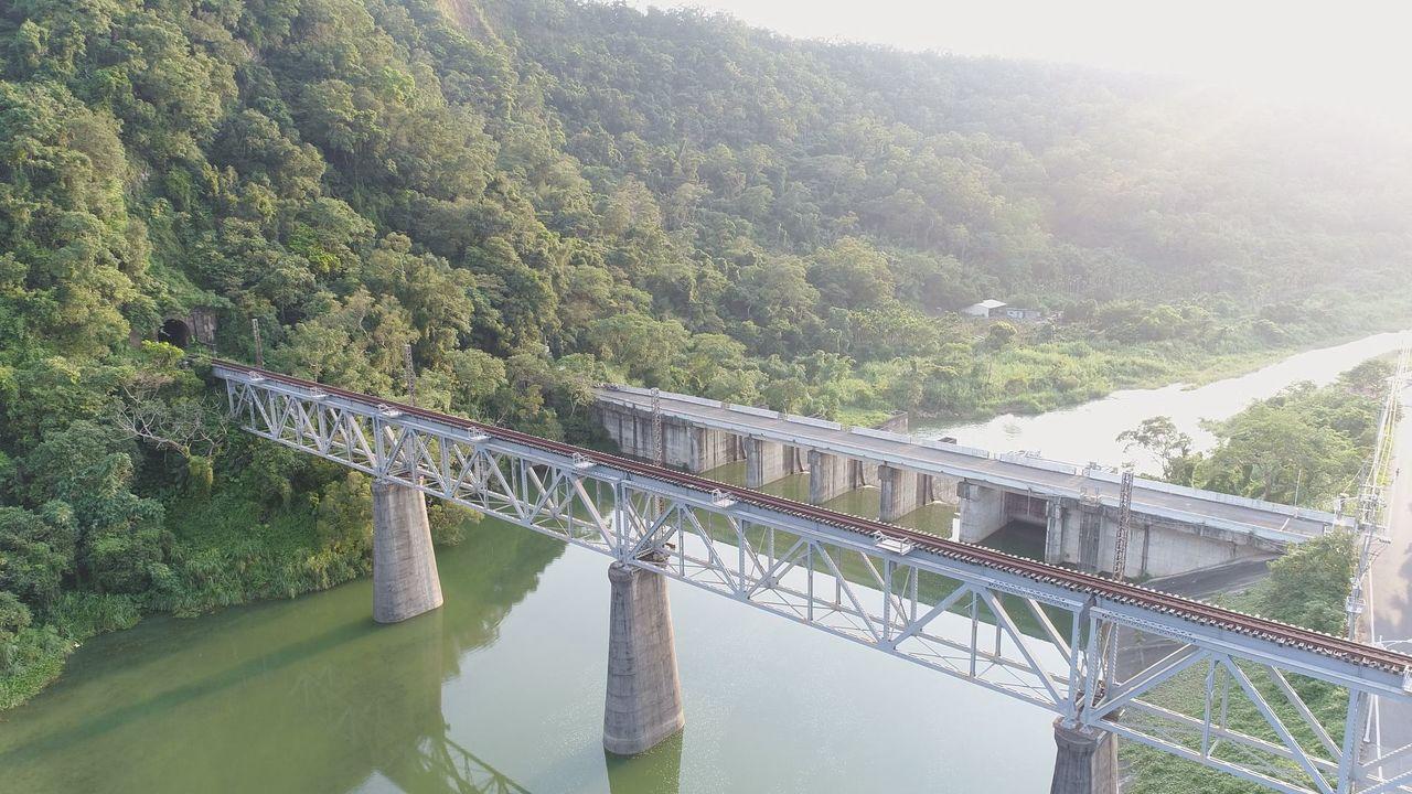 苗栗縣舊山線有豐富的鐵道、自然及文化觀光資源。