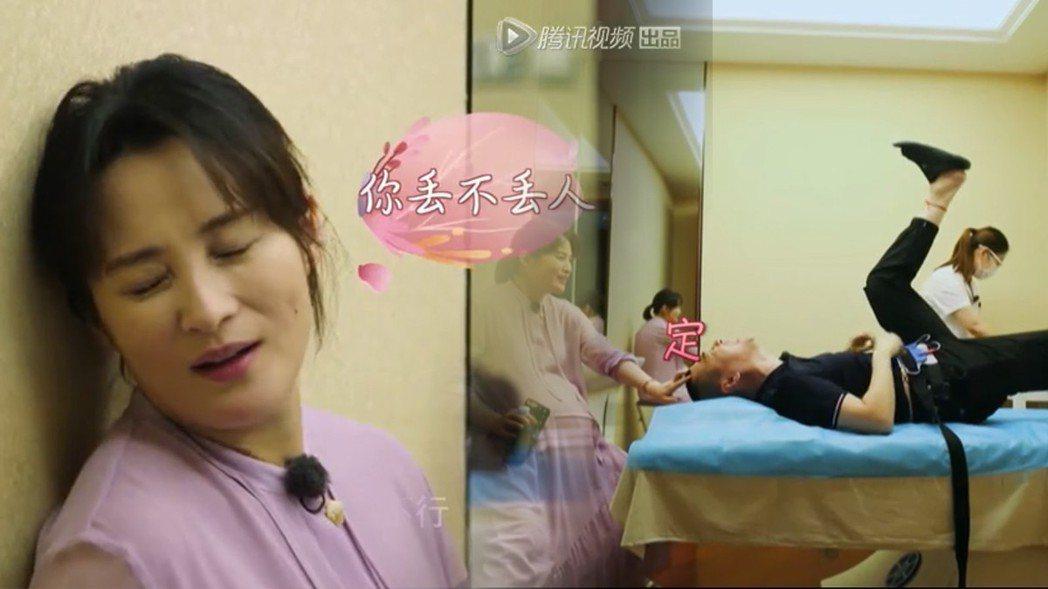 陳建斌被老婆蔣勤勤帶去做陣痛體驗。圖/擷自騰訊視頻