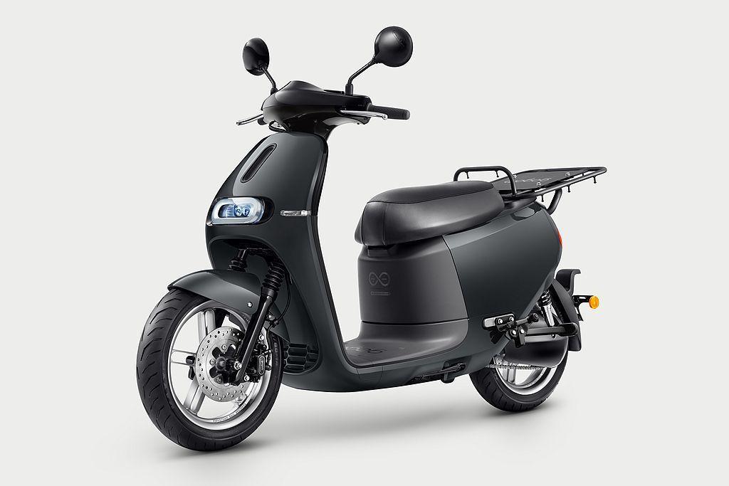 以最熱賣的Gogoro 2為基礎,將坐墊改以單人座形式,後方換上載貨專用後貨架,搶攻電動二輪商用市場。 圖/Gogoro提供