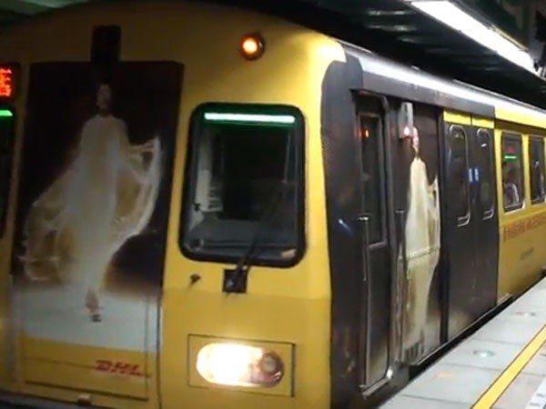 廠商趁鬼月在捷運上打廣告 圖片來源/.housefun