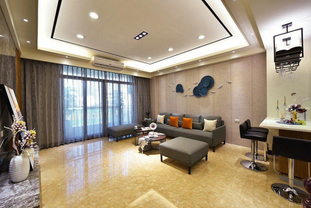 寬敞氣派大客廳‧華麗空間闔家歡。 圖片提供/奕慶建設