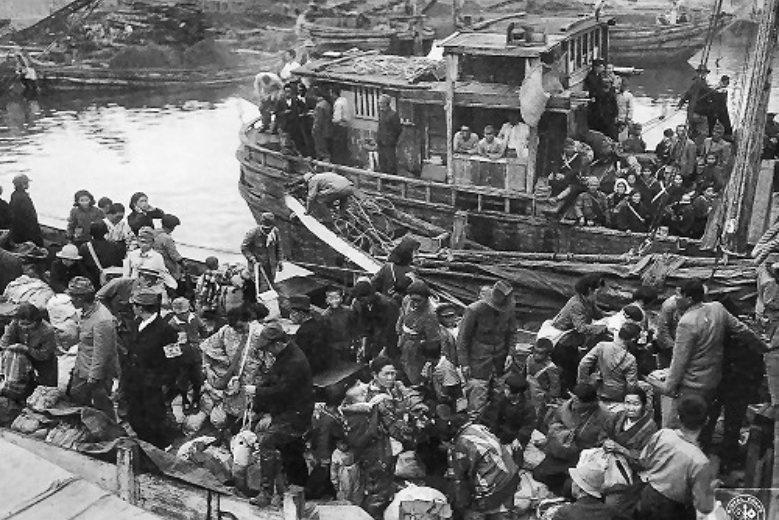 由朝鮮半島搭乘漁船返回日本的引揚者。 圖/取自舞鶴引揚紀念館官網