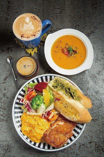特製雞腿排210元/豐盛早午餐系列,除了雞腿排,另附上自製醬料沙拉、水果、美式炒...