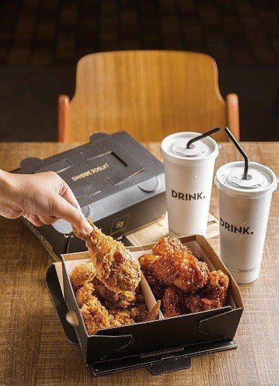 招牌半半套餐399元/以半份原味炸雞,搭配半份韓式辣醬或濟州島蒜味的方式販售,帶...