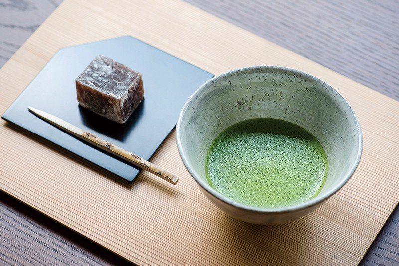 「喫茶」區除了提供茶論特調的抹茶,也從日本各地嚴選了玉露、煎茶、焙茶等,並搭配季...
