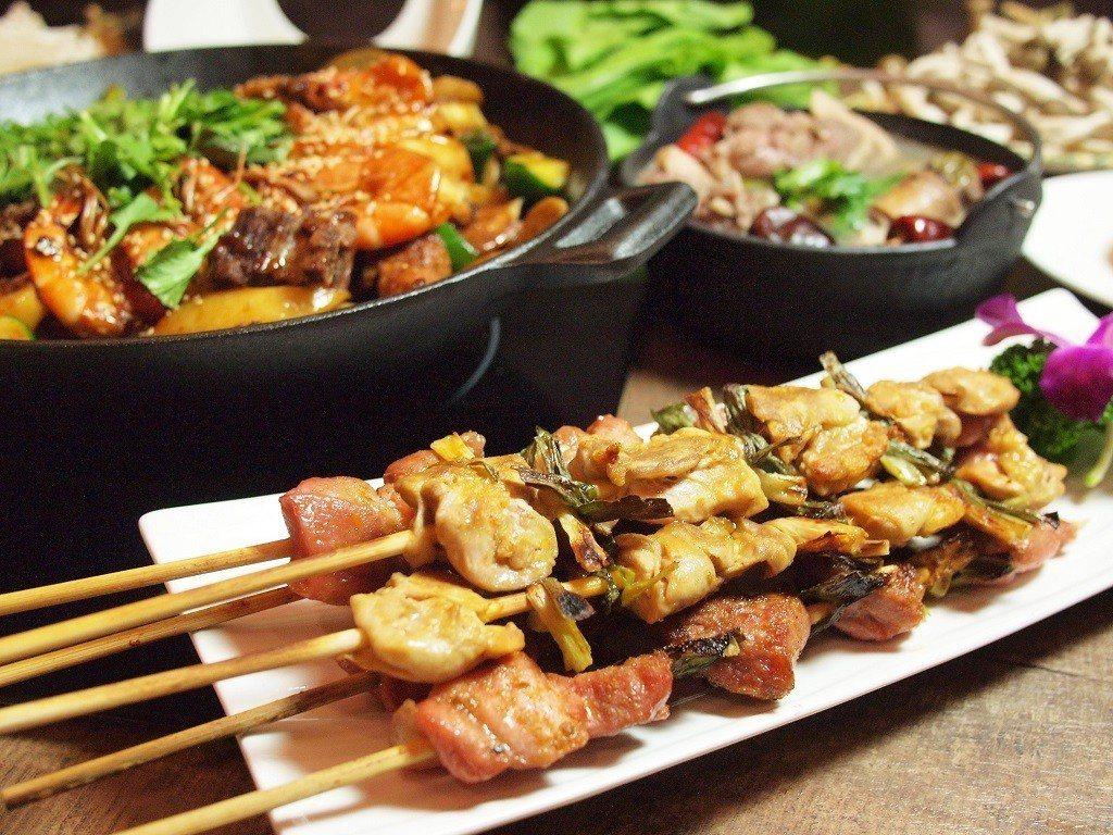 (圖/台灣旅行趣) ▲組合餐還包含烤物「青蔥豬肉串」跟「青蔥雞肉串」