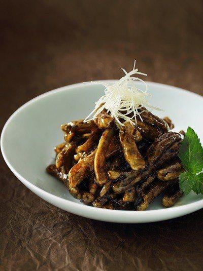 江南脆鱔,酥脆鱔魚與鹹甜醬汁融為一體 台北夜上海提供