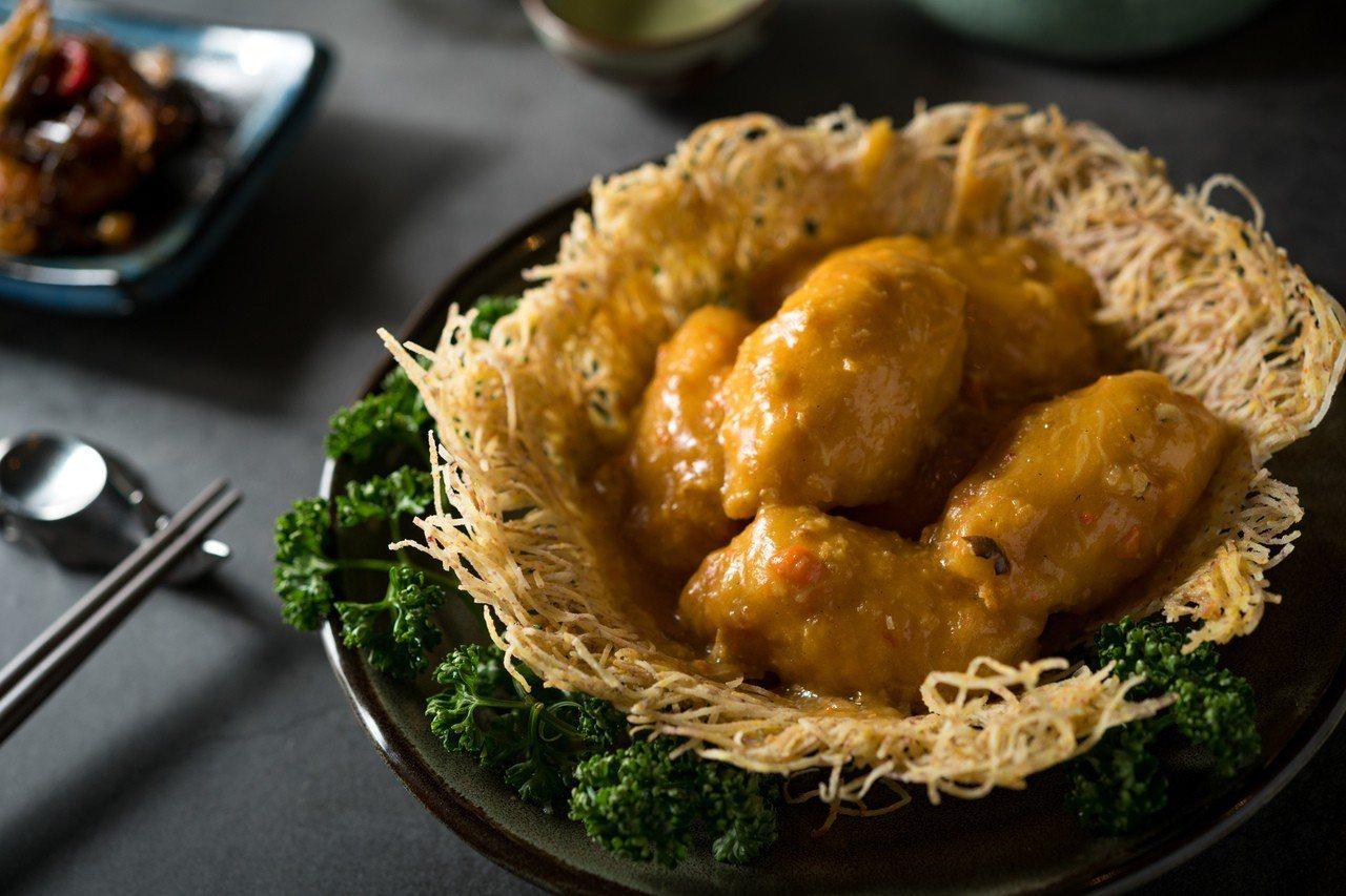 蟹粉琵琶豆腐入口滑嫩層次豐富滋味