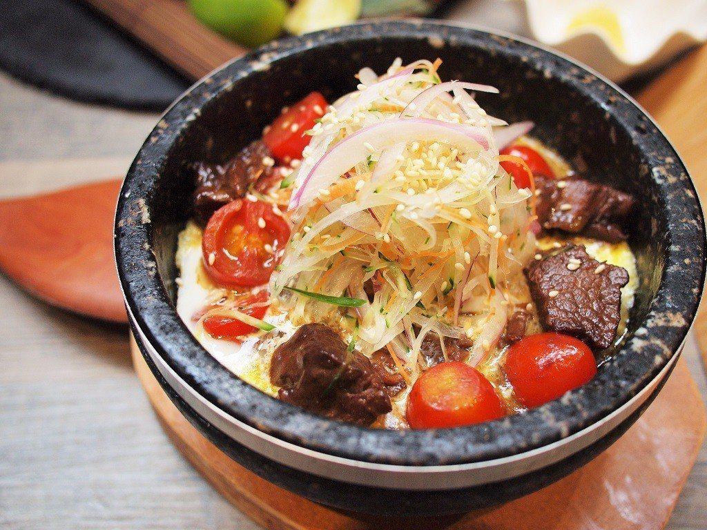 (圖/台灣旅行趣) ▲清脆爽口的洋蔥與咖哩,配上日本和牛太奢侈