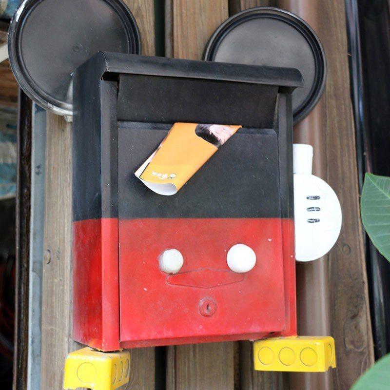運用廢棄物打造的信箱,傳遞出珍惜資源的理念。  攝影|行遍天下