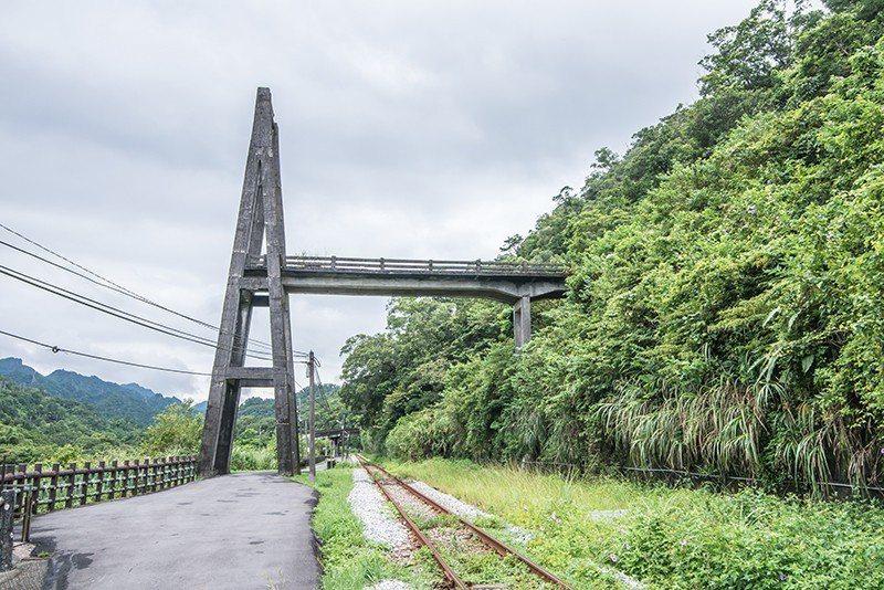 臨近車站的慶和吊橋是當年煤礦業繁榮景象的遺跡。  攝影|行遍天下