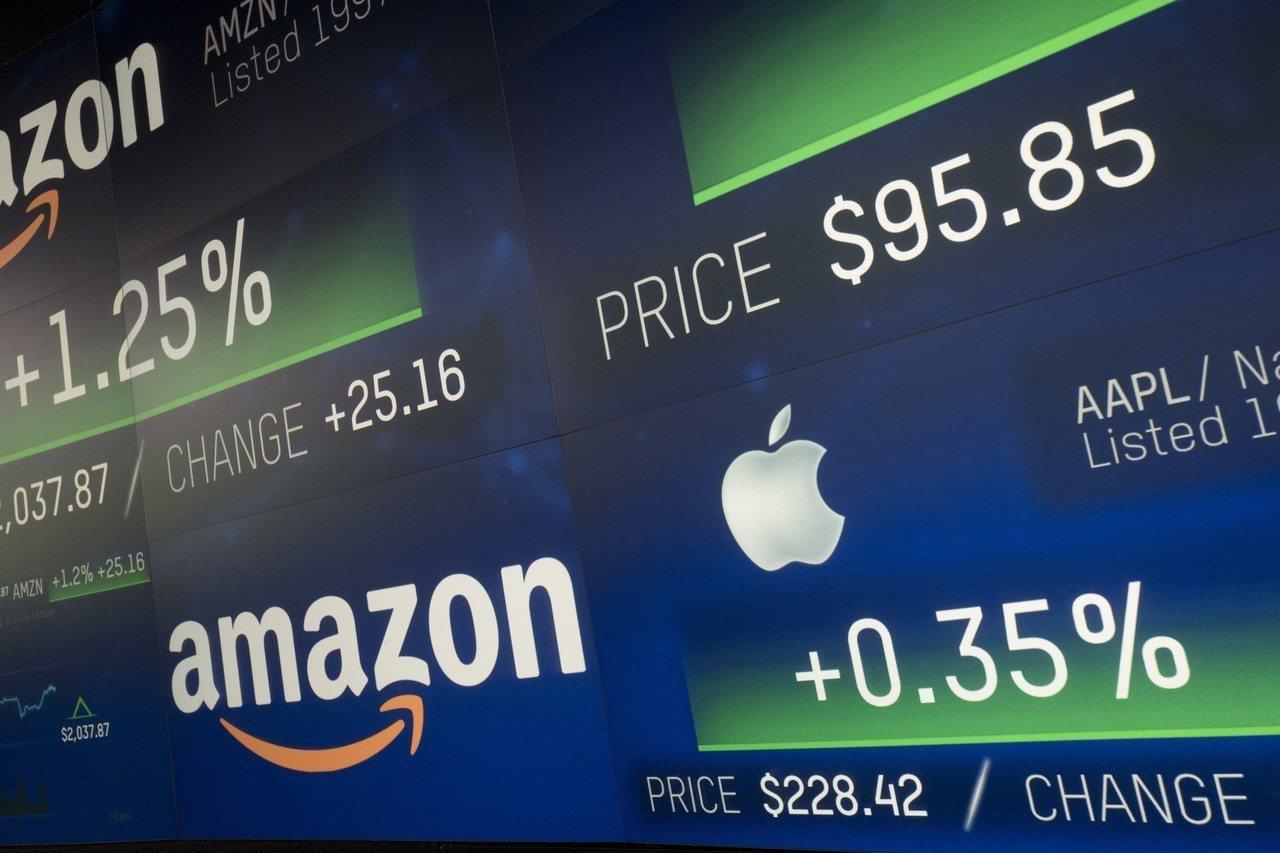 亞馬遜達成市值1兆美元里程碑,並有機會超越蘋果。 美聯社