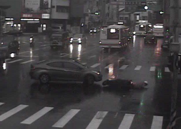 台中警方查獲涉嫌肇事逃逸轎車。記者游振昇/翻攝