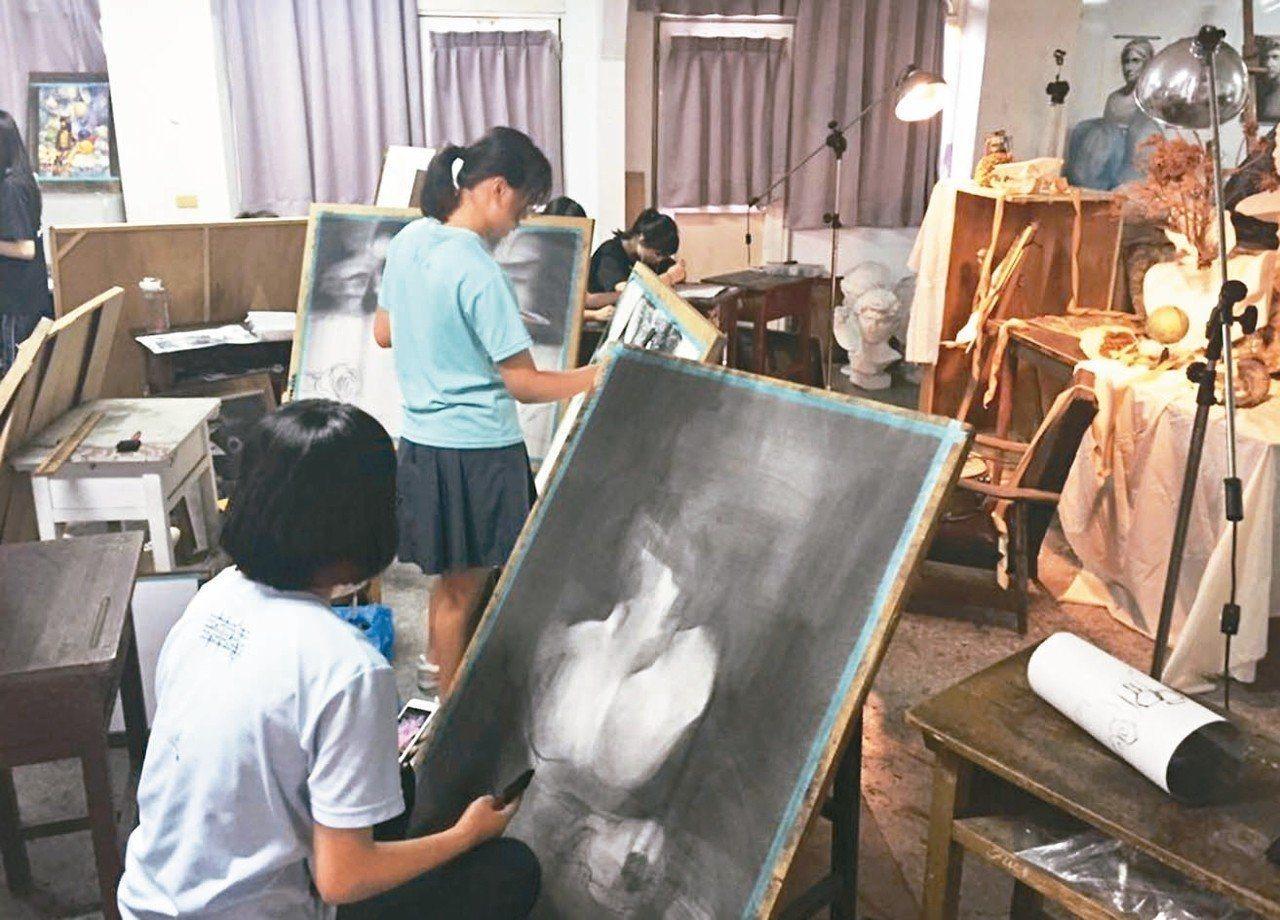 教育部修正標準,107學年起藝能科授課時數降至16節。 圖/台中市學校提供