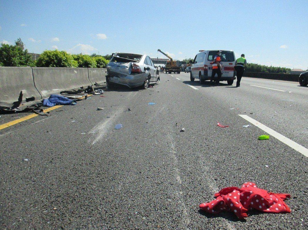 遭波及的另輛轎車車損駕駛輕傷。記者謝進盛/翻攝