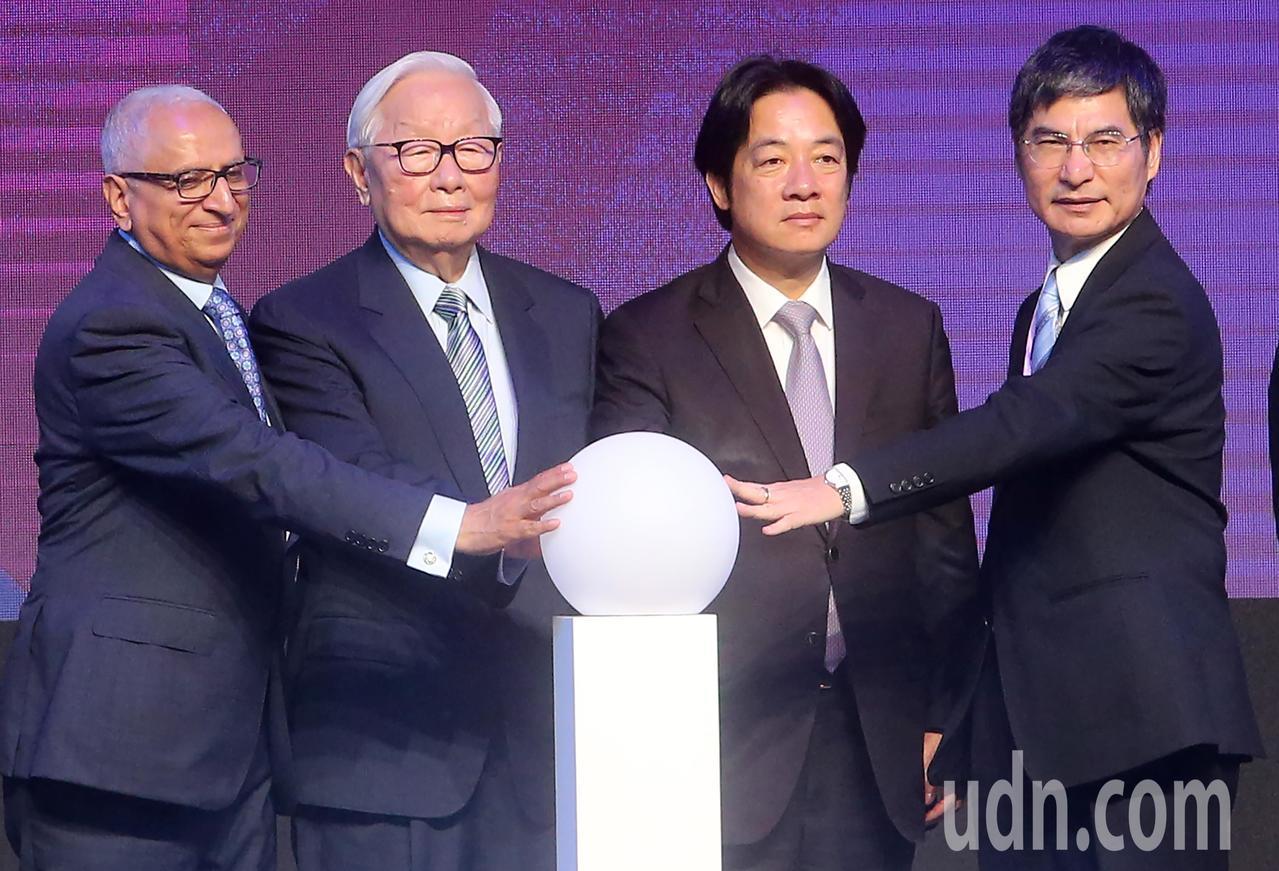 「SEMICON Taiwan 2018國際半導體展」上午舉行開幕式,包括行政院...