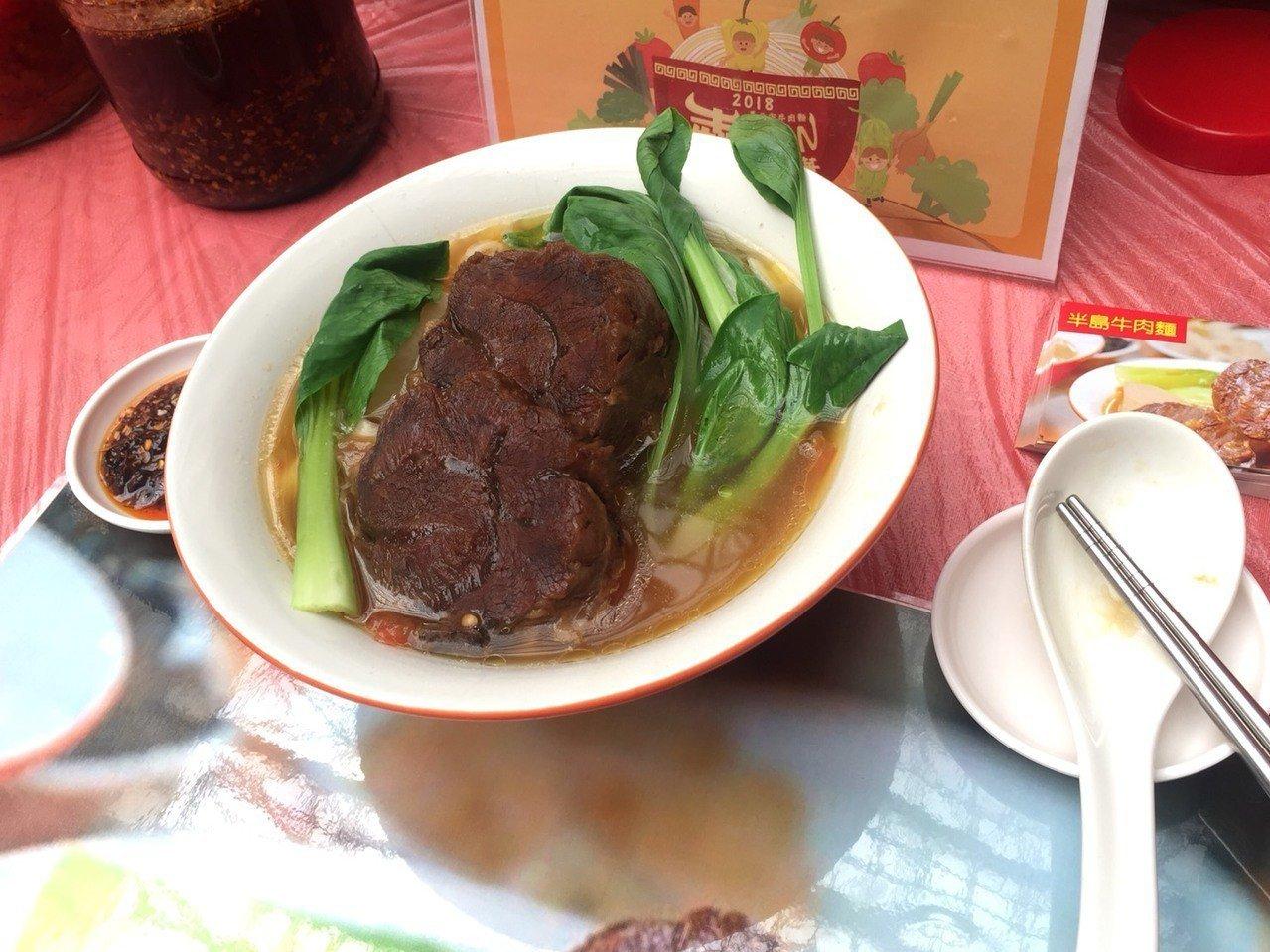 「半島牛肉麵」等3店家拿下密秘客評審特別獎。記者陳惠惠/攝影