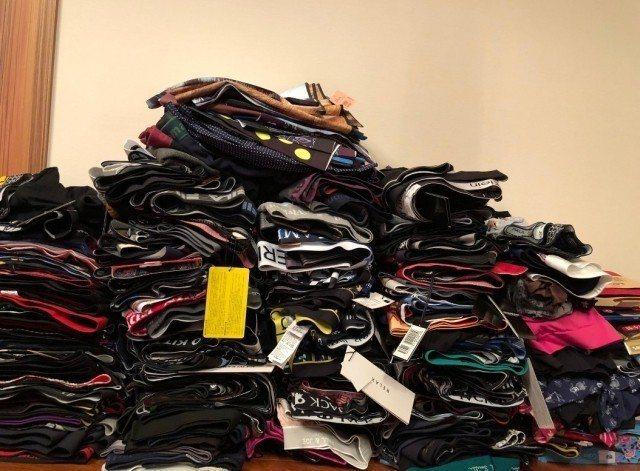粉絲送金在中2千條內褲。圖/摘自新浪娛樂