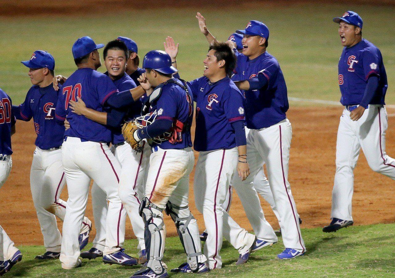 中華隊在本次雅加達亞運棒球賽首戰以2:1擊敗擁有全職棒明星的南韓隊。特派記者余承翰/雅加達攝影