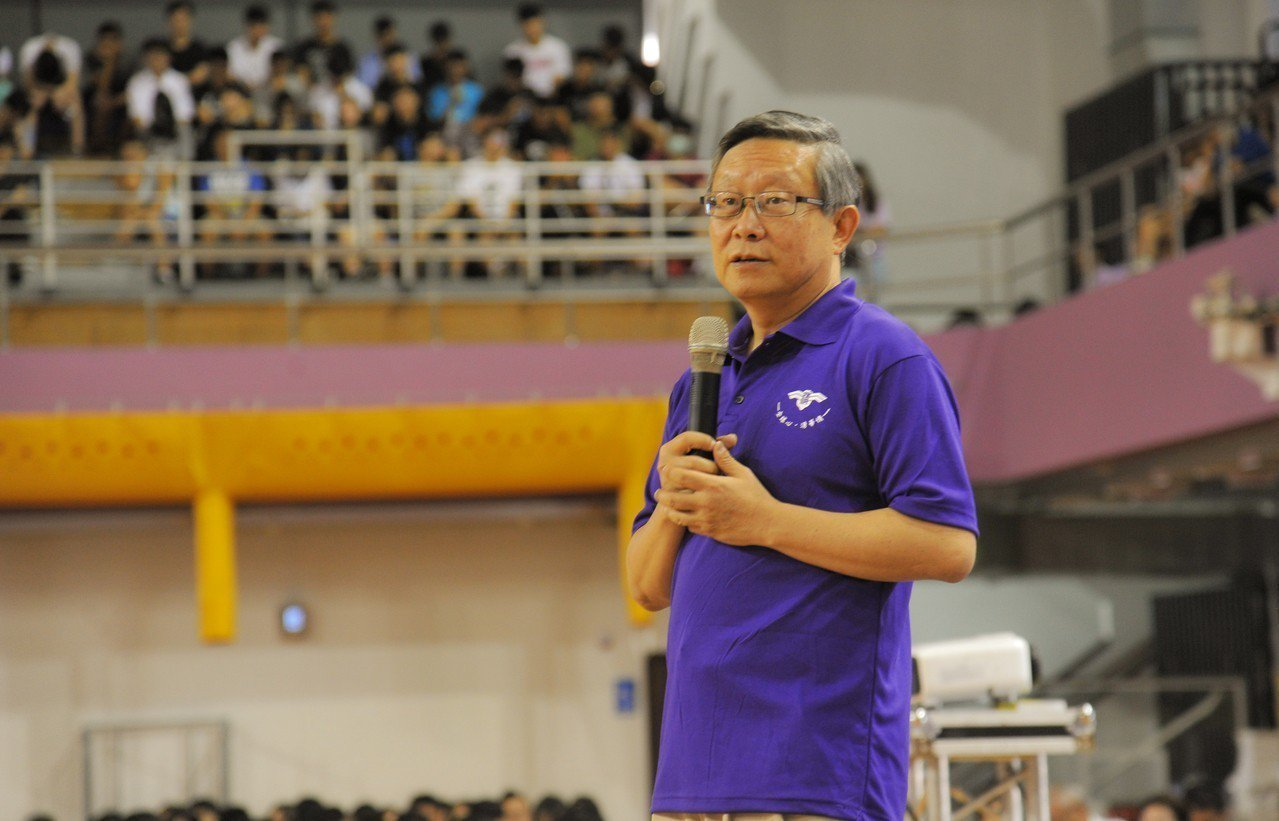 清華大學校長賀陳弘對大學新鮮人提出了5項建議,其中很重要的一項就是「獨處」(Be...
