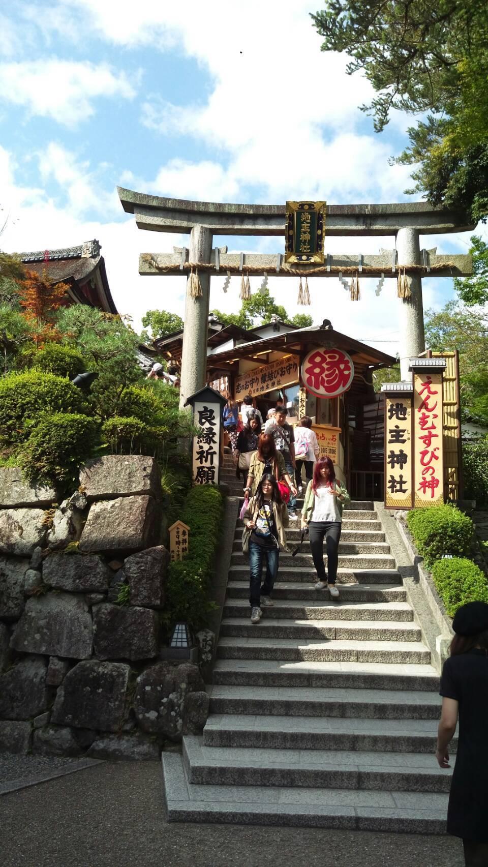 京都知名的求姻緣勝地「地主神社」。記者黃仕揚/攝影