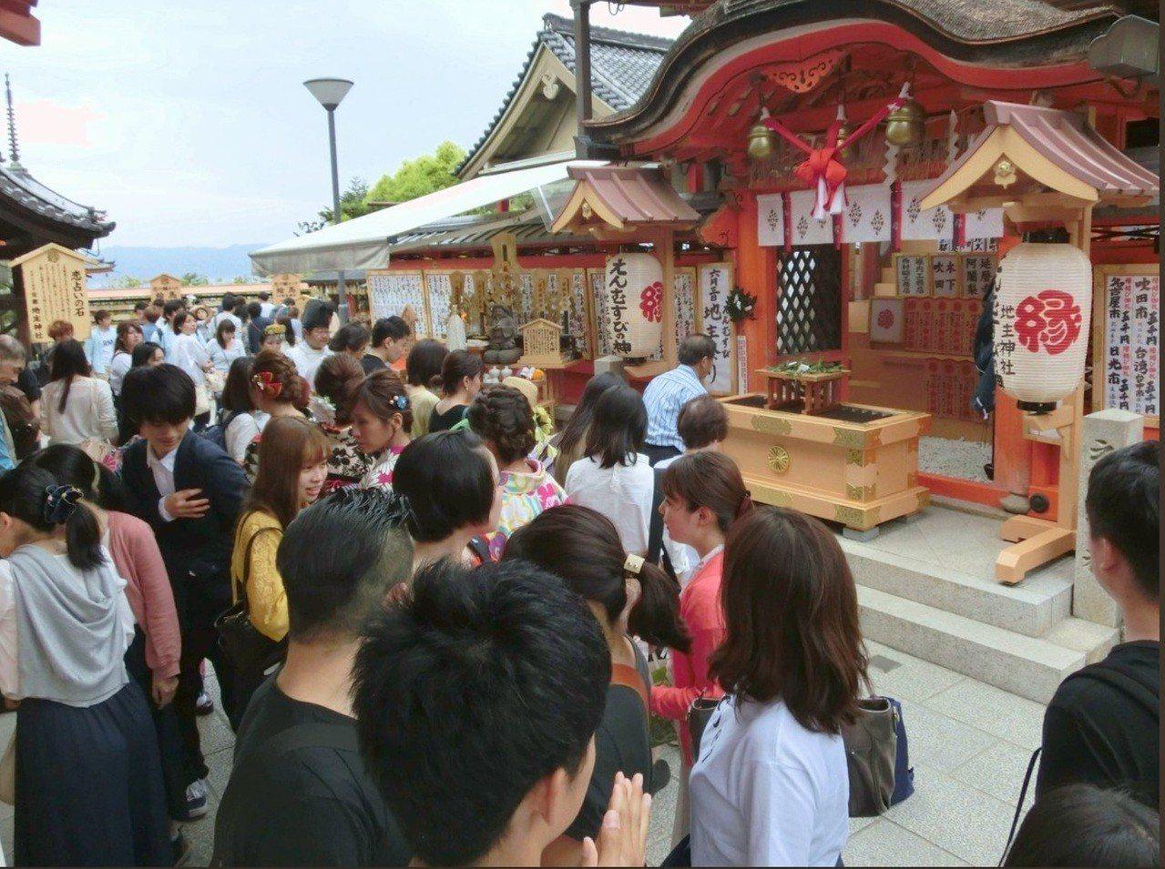 京都知名的求姻緣勝地「地主神社」因風災停止參拜。圖/摘自地主神社官方推特