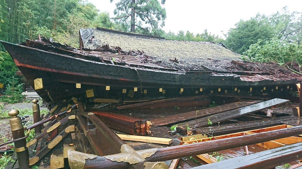 京都賞櫻名勝「平野神社」拜殿不敵強風而倒塌。圖/摘自平野神社官方推特
