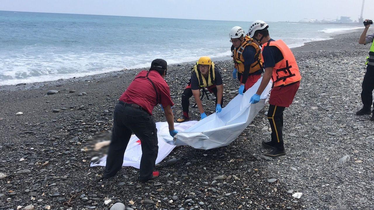 宜蘭南澳神秘沙灘4死1失蹤,失蹤的何姓業者今天中午找到,遺體在岸邊,發現的釣客報...