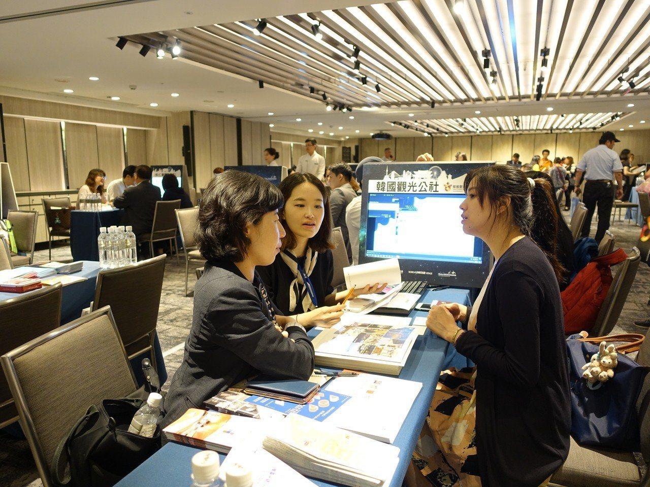 消基會和韓國消費者網絡協會共同簽訂「跨境消費爭議合作備忘錄」,為台韓消費者建立協...