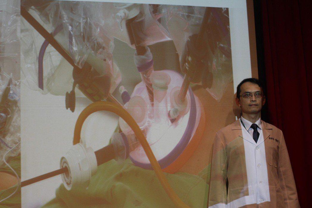 三軍總醫院一般外科醫師徐國峯指出,當惡性腫瘤直徑超過15至20公分,就只能選擇傳...