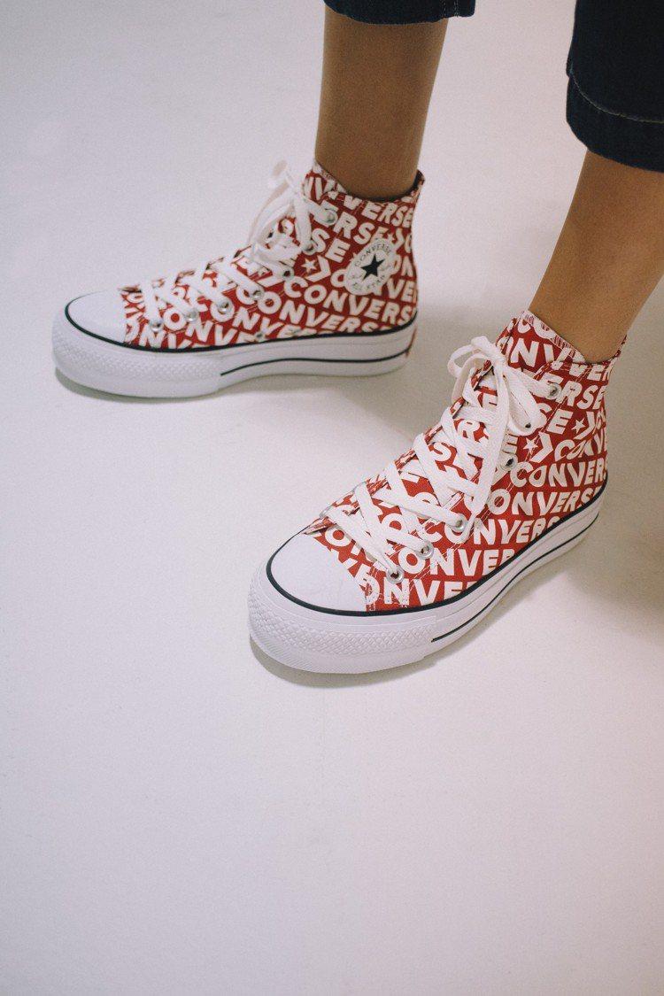 Converse與快時尚品牌Bershka合作,推出聯名鞋款,約3,490元。圖...