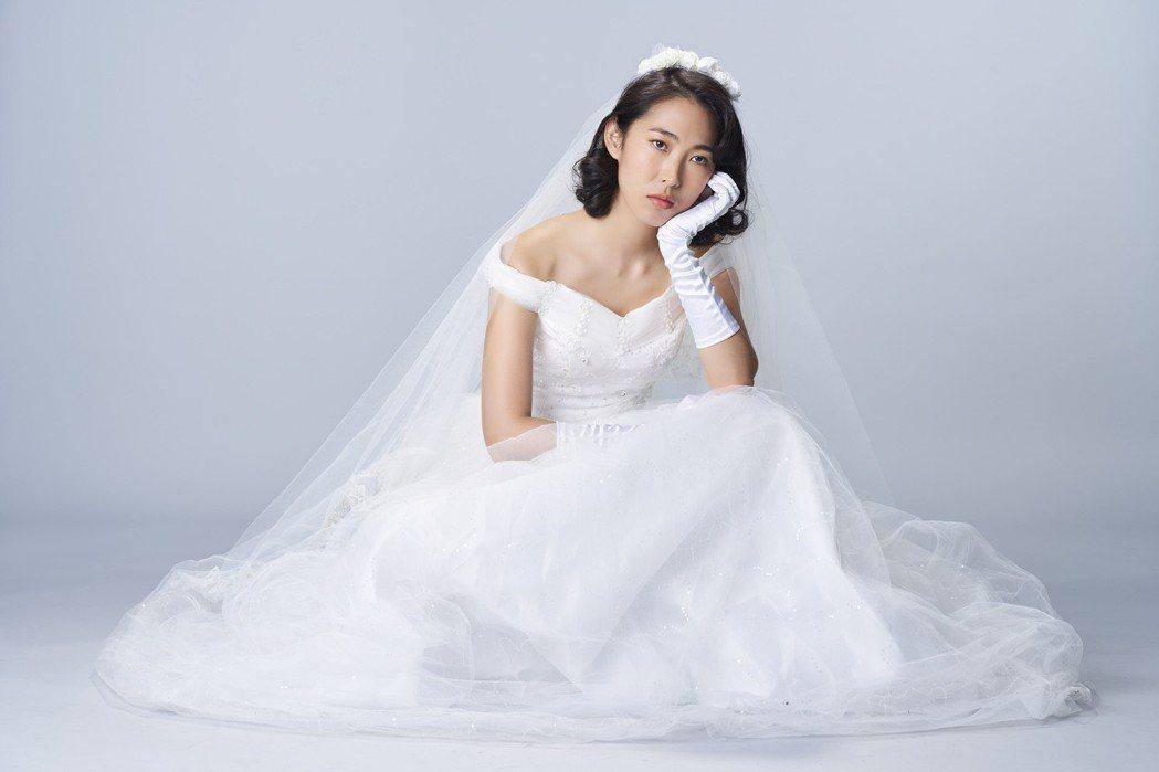 王若琳披上婚紗,表示婚姻首重承諾。圖/索尼提供