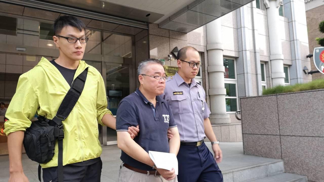檢警今天將多名涉案人拘提到案。記者蕭雅娟/翻攝