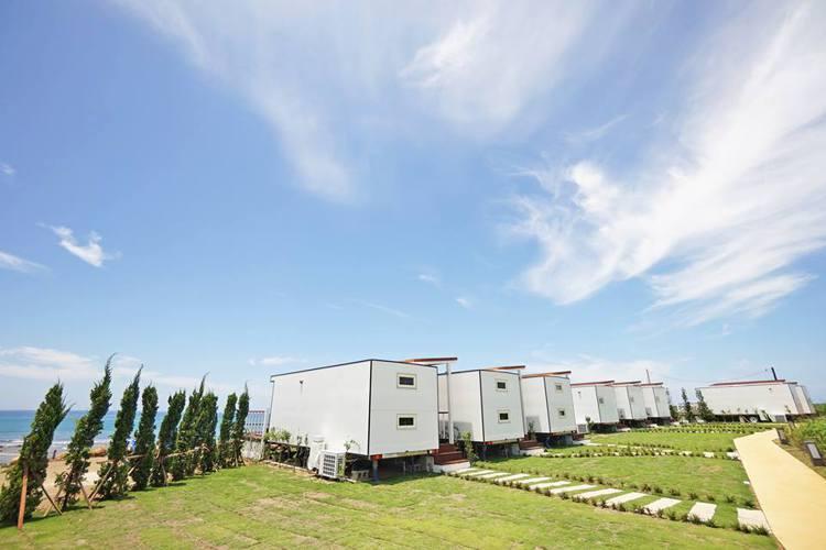 澎湖覓海灣精品露營車每輛都是獨立的「海景房」。圖/摘自覓海灣精品露營車粉絲專頁