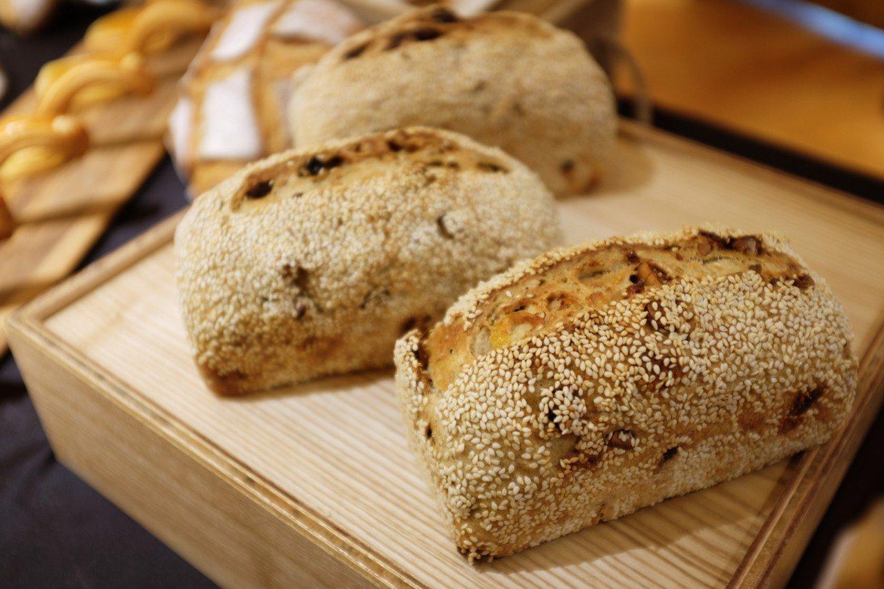 纖維什錦果麥麵包,售價150元。記者沈佩臻/攝影