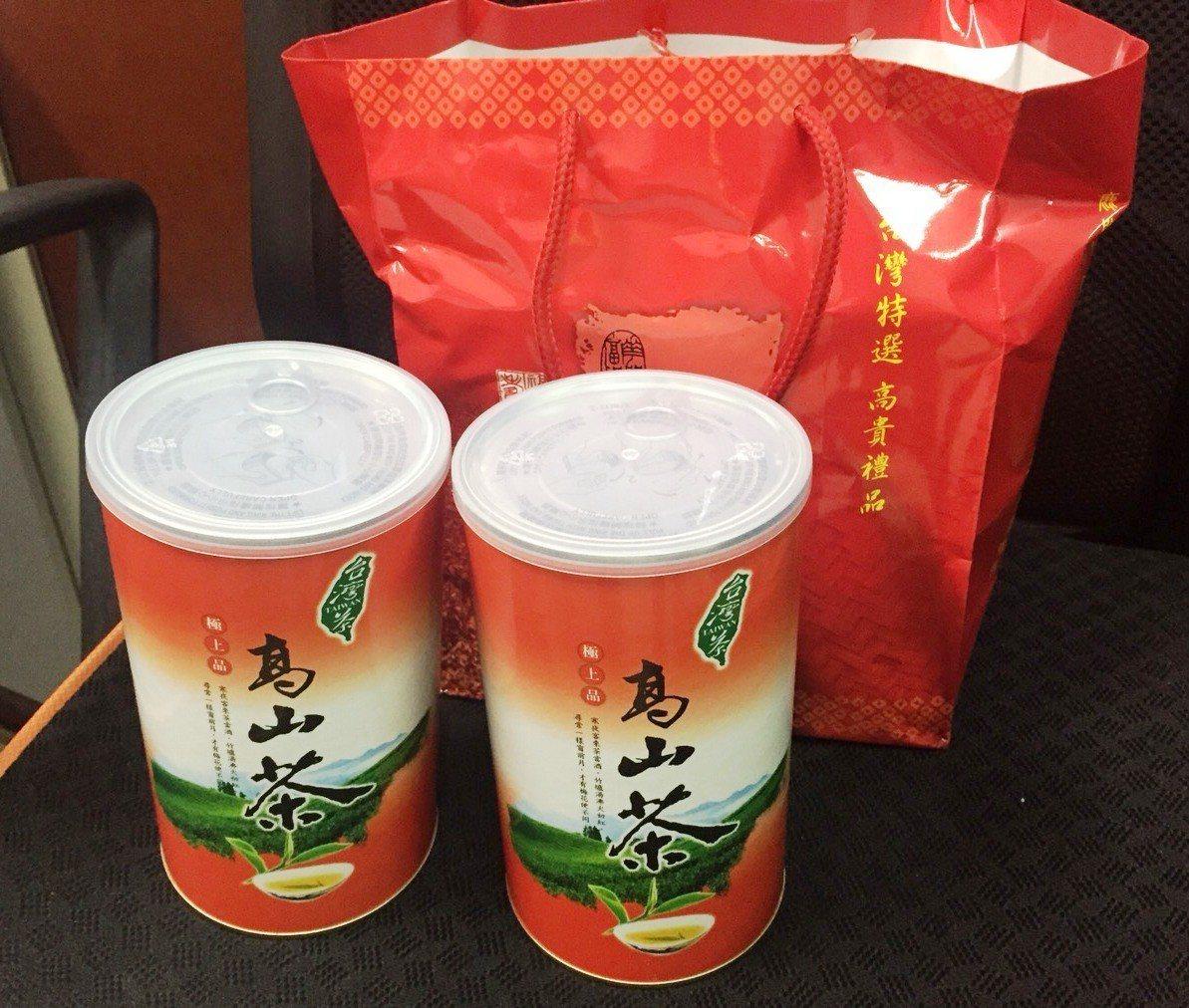 彰化檢警查獲大村鄉民代表選舉1名參選人賄選茶葉送給多名選民。記者何烱榮/翻攝