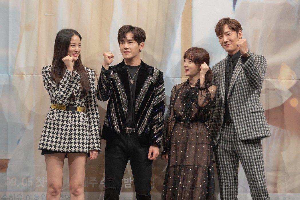 左起李周妍、Hoya、宋昰昀、崔振赫。圖/KKTV提供
