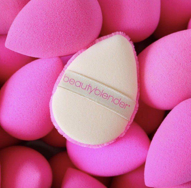 beautyblender全新研發的專業超能粉撲傳承品牌原創蛋型零死角設計。圖/...