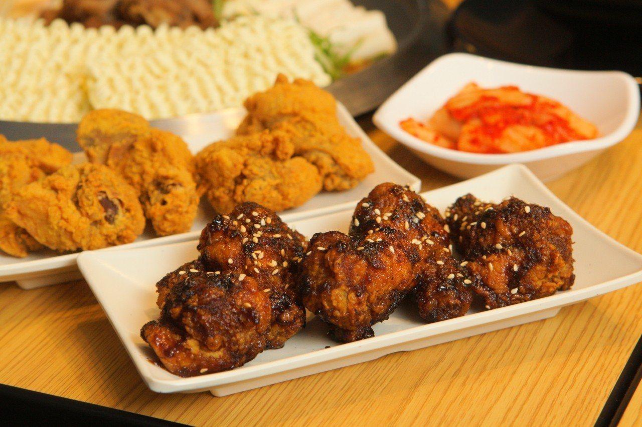 店內有原味、特製醬料等兩種韓式炸雞可供選擇。記者陳睿中/攝影