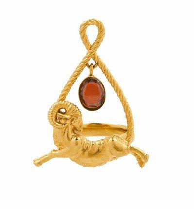 紀梵希星座系列牡羊座玫瑰榴石戒指,價格店洽。 圖/紀梵希提供