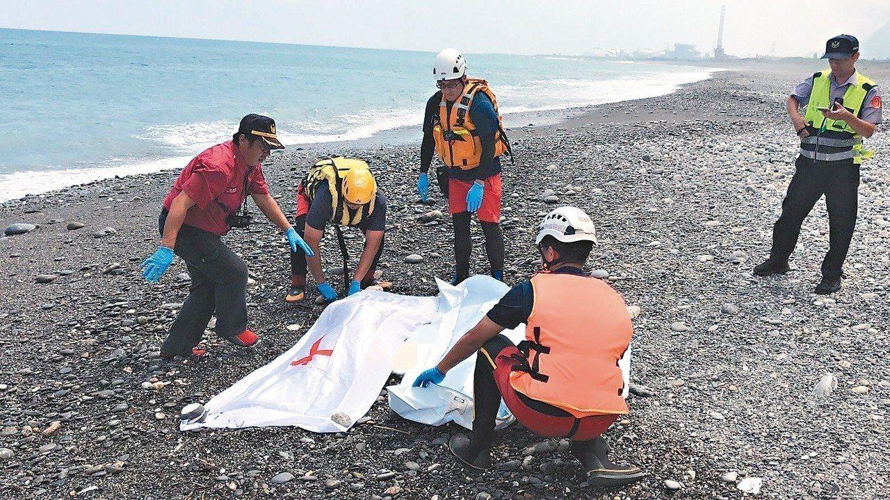 宜蘭縣南澳神祕海灘最後失蹤者昨天尋獲,讓罹難人數增為五人。 圖/宜蘭縣消防局提供