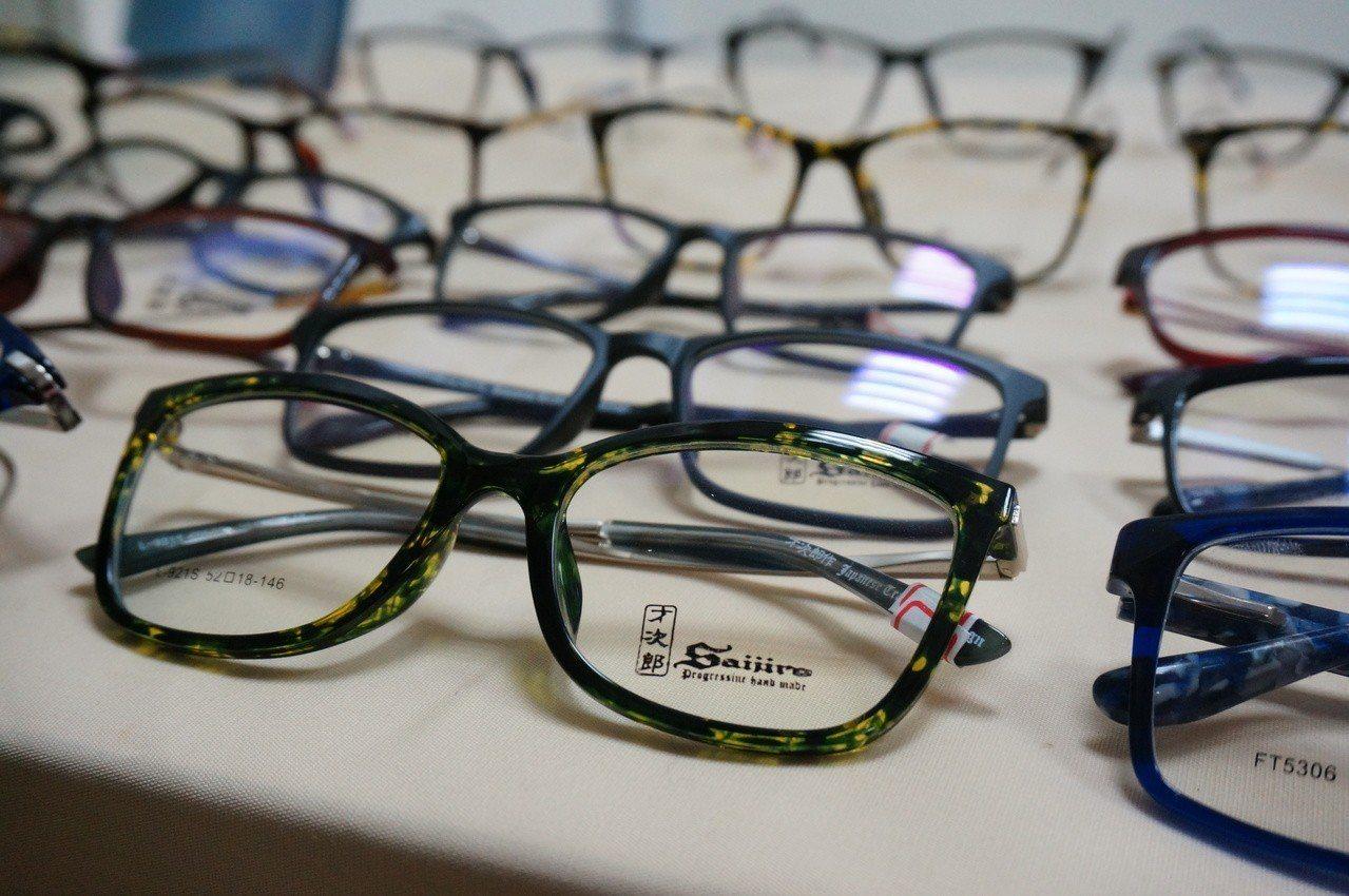 不肖集團在台灣註冊、與日本品牌「才次郎」眼鏡一模一樣的商標權。 記者林伯驊/攝影