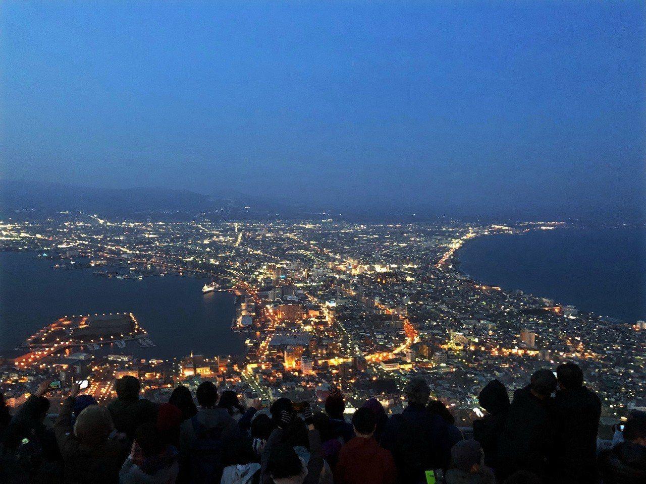 北海道函館市區的夜景名列日本三大夜景之一。資料照片/記者許依晨攝影