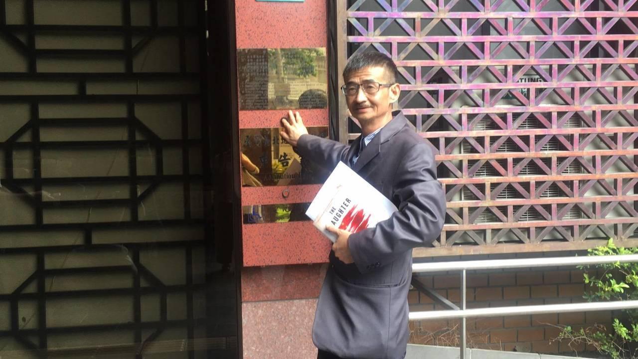 吳祥輝再到北檢告柯P殘害人群罪。記者張宏業/攝影