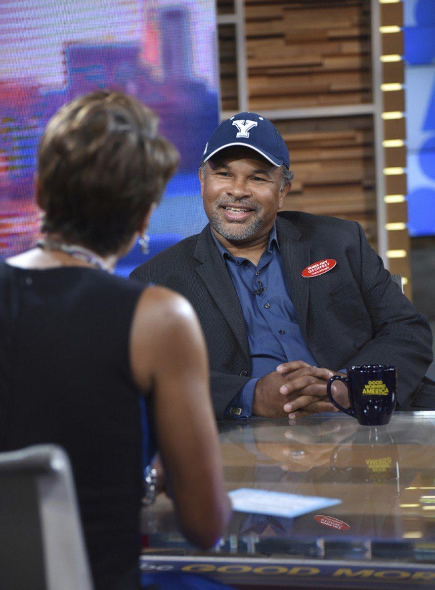 演員傑弗瑞歐文斯(Geoffrey Owens)上電視談自己的經驗。美聯社