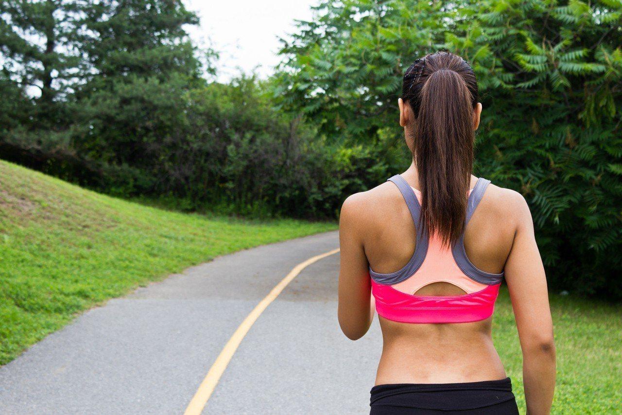 醫師王思恒解釋,即使是高強度的有氧運動下,肌肉裡的燃料「肝醣」也能維持至少60至...