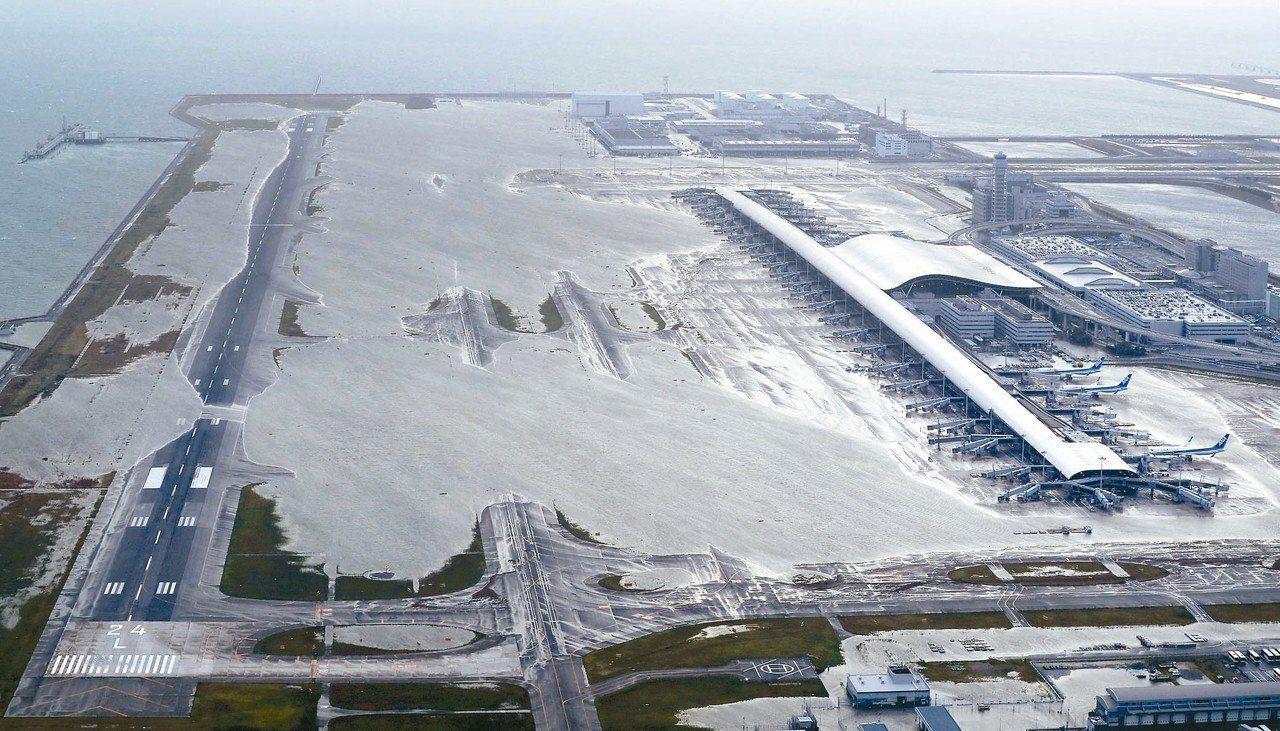 在強颱燕子肆虐下,造成日本關西機場關閉。美聯社